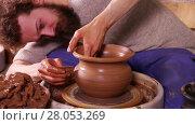 Купить «Experienced potter creating traditional clay pot using professional tools», видеоролик № 28053269, снято 24 марта 2016 г. (c) Алексей Кузнецов / Фотобанк Лори