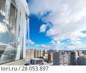 Купить «Icicles hang on balcony of house», фото № 28053897, снято 21 февраля 2018 г. (c) Володина Ольга / Фотобанк Лори