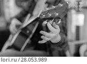 Купить «Close up of fingers holding guitar pegs», фото № 28053989, снято 14 февраля 2017 г. (c) Татьяна Яцевич / Фотобанк Лори