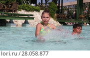Купить «Children have fun splashing water in a swimming pool», видеоролик № 28058877, снято 8 июня 2014 г. (c) Алексей Кузнецов / Фотобанк Лори