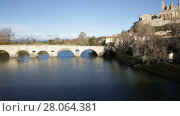 Купить «View of Cathedral of Saint Nazaire and Old Bridge across Orb river, Beziers, France», видеоролик № 28064381, снято 20 декабря 2017 г. (c) Яков Филимонов / Фотобанк Лори