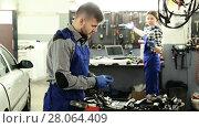 Купить «Man master is choosing instruments for work in workshop.», видеоролик № 28064409, снято 17 января 2018 г. (c) Яков Филимонов / Фотобанк Лори