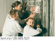 Купить «Family is helping dad and girl get out of the locked door», фото № 28085521, снято 3 августа 2017 г. (c) Яков Филимонов / Фотобанк Лори
