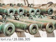 Купить «Экспонаты стволов старинных пушек в Московском Кремле», фото № 28086305, снято 26 сентября 2015 г. (c) Алёшина Оксана / Фотобанк Лори