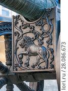 Купить «Орудийный лафет старинной пушки с барельефом льва в Московском Кремле», фото № 28086673, снято 26 сентября 2015 г. (c) Алёшина Оксана / Фотобанк Лори
