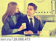 Купить «Businesswoman seducing male colleague», фото № 28088473, снято 20 апреля 2017 г. (c) Яков Филимонов / Фотобанк Лори