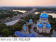 Купить «Temple of Holy Trinity, highway and panorama of Moscow, Russia at morning», фото № 28102629, снято 26 июня 2019 г. (c) Losevsky Pavel / Фотобанк Лори
