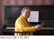 Купить «Old charming lady pianist in the yellow jacket seating at the piano», фото № 28112361, снято 20 февраля 2018 г. (c) Константин Шишкин / Фотобанк Лори