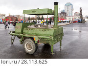 Купить «Mobile metal kitchen stove to feed soldiers at the Kuibyshev square in Samara, Russia», фото № 28113625, снято 4 ноября 2017 г. (c) FotograFF / Фотобанк Лори