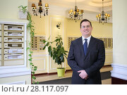 Купить «Handsome man in a business suit and tie standing in the hallway of the luxury apartment building», фото № 28117097, снято 21 февраля 2016 г. (c) Losevsky Pavel / Фотобанк Лори