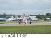 Купить «Новый российский самолет Ил-114 на рулении перед взлетом на Международном авиационно-космический салоне МАКС-2017», фото № 28118081, снято 17 июля 2017 г. (c) Малышев Андрей / Фотобанк Лори