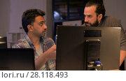 Купить «creative team with computer working late at office», видеоролик № 28118493, снято 29 января 2018 г. (c) Syda Productions / Фотобанк Лори