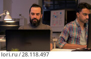 Купить «creative team with computer working late at office», видеоролик № 28118497, снято 29 января 2018 г. (c) Syda Productions / Фотобанк Лори