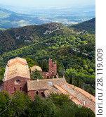 Купить «Castell de Escornalbou lost in mountains of Riudecanyes», фото № 28119009, снято 24 сентября 2016 г. (c) Яков Филимонов / Фотобанк Лори