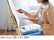 Купить «artist with palette knife painting at art studio», фото № 28131389, снято 1 июня 2017 г. (c) Syda Productions / Фотобанк Лори