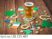 Купить «glass of beer and st patricks day decorations», фото № 28131481, снято 31 января 2018 г. (c) Syda Productions / Фотобанк Лори