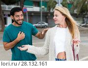 Купить «Man is acquaintancing with young woman», фото № 28132161, снято 10 августа 2017 г. (c) Яков Филимонов / Фотобанк Лори