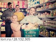 Купить «kids holding basket filled products», фото № 28132305, снято 20 января 2018 г. (c) Яков Филимонов / Фотобанк Лори