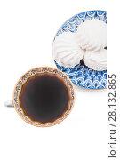 Купить «Чашка с черным кофе и ванильный зефир на синем блюдце», фото № 28132865, снято 29 декабря 2015 г. (c) Алёшина Оксана / Фотобанк Лори
