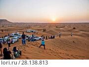 Купить «Просмотр заката солнца в пустыне Руб-эль-Хали. ОАЭ», фото № 28138813, снято 20 декабря 2014 г. (c) Сергей Афанасьев / Фотобанк Лори