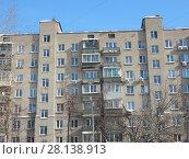 Купить «Девятиэтажный пятиподъездный кирпичный жилой дом серии II-29, построен в 1966 году. Вятская улица, 1. Савеловский район. Город Москва», эксклюзивное фото № 28138913, снято 6 марта 2018 г. (c) lana1501 / Фотобанк Лори