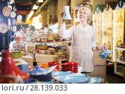 Купить «Woman chooses ceramic», фото № 28139033, снято 31 октября 2016 г. (c) Яков Филимонов / Фотобанк Лори