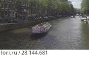 Купить «Canal cruise boat in Amsterdam», видеоролик № 28144681, снято 28 июля 2017 г. (c) Игорь Жоров / Фотобанк Лори
