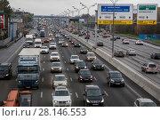 Купить «Автомобили едут по Московской кольцевой автомобильной  дороге (МКАД), Россия», фото № 28146553, снято 14 июля 2020 г. (c) Николай Винокуров / Фотобанк Лори