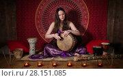 Купить «Young woman playing drum, ethnic musical instrument», видеоролик № 28151085, снято 17 апреля 2016 г. (c) Алексей Кузнецов / Фотобанк Лори