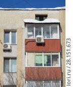 Купить «Фрагмент девятиэтажного кирпичного жилого дома серии II-29 (1967 г.). Вятская улица, 3. Савеловский район. Город Москва», эксклюзивное фото № 28151673, снято 6 марта 2018 г. (c) lana1501 / Фотобанк Лори