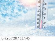 Купить «Зимний фон с термометром», фото № 28153145, снято 4 февраля 2018 г. (c) Икан Леонид / Фотобанк Лори