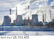 Купить «Дымящие трубы теплоэлектростанции в городе», фото № 28153405, снято 9 марта 2018 г. (c) Victoria Demidova / Фотобанк Лори