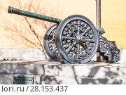 Купить «Бронзовая пушка 1547 года в Московском Кремле», фото № 28153437, снято 26 сентября 2015 г. (c) Алёшина Оксана / Фотобанк Лори