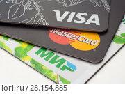 Купить «Пластиковые карточки платежных систем VISA, MasterCard, МИР, крупным планом», фото № 28154885, снято 12 марта 2018 г. (c) Алексей Букреев / Фотобанк Лори