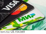Купить «Пластиковые карточки платежных систем VISA, MasterCard, МИР, крупным планом», фото № 28154889, снято 12 марта 2018 г. (c) Алексей Букреев / Фотобанк Лори