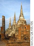 Руины древнего буддистского храма Wat Phra Si Sanphet  солнечным утром. Аюттхая, Таиланд (2017 год). Стоковое фото, фотограф Виктор Карасев / Фотобанк Лори