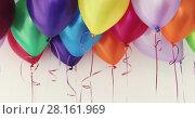Colorful balloons waving in the interior of a white room background. Стоковое видео, видеограф Ekaterina Demidova / Фотобанк Лори