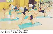 Купить «Young people exercising in dance hall», фото № 28163221, снято 21 июня 2017 г. (c) Яков Филимонов / Фотобанк Лори