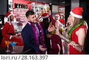 Купить «Guy with two girls on new year party in bar», фото № 28163397, снято 29 ноября 2017 г. (c) Яков Филимонов / Фотобанк Лори