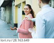 Купить «man chasing pleased smiling beautiful brunette woman», фото № 28163649, снято 19 марта 2018 г. (c) Яков Филимонов / Фотобанк Лори
