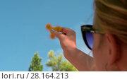 Купить «Woman playing with yellow fidget spinner outdoor», видеоролик № 28164213, снято 28 февраля 2018 г. (c) Данил Руденко / Фотобанк Лори
