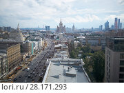 Купить «MOSCOW, RUSSIA - JUL 7, 2016: Daytime cars traffic and reconstruction of sidewalks at Garden Ring. Garden Ring is circular main street in the center of Moscow. Length - 15.6 km, width - 60-70 m.», фото № 28171293, снято 7 июля 2016 г. (c) Losevsky Pavel / Фотобанк Лори