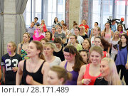 Купить «MOSCOW - APR, 16, 2016: Women jogging on fitness dance in DI Telegraph. Everyone will be able to exercise free of charge at Reebok sites in Moscow park», фото № 28171489, снято 16 апреля 2016 г. (c) Losevsky Pavel / Фотобанк Лори