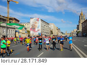 Купить «MOSCOW - SEP 25, 2016: Happy participants at Promsvyazbank Moscow marathon amateurs and professionals, athletes again ran 42.2 km on central streets and quays of Moscow», фото № 28171849, снято 25 сентября 2016 г. (c) Losevsky Pavel / Фотобанк Лори