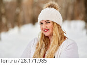 Купить «Portrait of young smiling woman with face covered by water droplets after melted snowflakes», фото № 28171985, снято 15 января 2016 г. (c) Losevsky Pavel / Фотобанк Лори