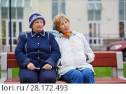 Купить «Two elderly women sit on bench near building and talk at autumn, shallow dof», фото № 28172493, снято 6 октября 2016 г. (c) Losevsky Pavel / Фотобанк Лори