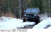Купить «Russian off-road vehicle Uaz Patriot on winter road in siberian Altay forest», видеоролик № 28178037, снято 7 октября 2015 г. (c) Serg Zastavkin / Фотобанк Лори