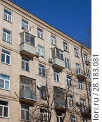 Купить «Шестиэтажный.одноподъездный кирпичный жилой дом индивидуального проекта, построен в 1956 году. Улица Зорге, 10, корпус 3. Хорошевский район. Москва», эксклюзивное фото № 28183081, снято 27 февраля 2018 г. (c) lana1501 / Фотобанк Лори