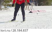 Купить «KAZAN, RUSSIA - March, 2018: skier running by skating step on the ski track to the finish of the winter marathon», видеоролик № 28184837, снято 9 апреля 2020 г. (c) Константин Шишкин / Фотобанк Лори