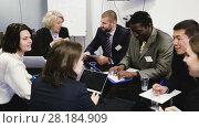 Купить «Business people of different nationalities developing strategy for teamwork in modern office», видеоролик № 28184909, снято 26 февраля 2018 г. (c) Яков Филимонов / Фотобанк Лори